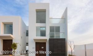 Casa En Ventaen El Marques, Zibata, Mexico, MX RAH: 18-299