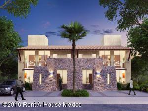 Casa En Ventaen El Marques, Zibata, Mexico, MX RAH: 18-319