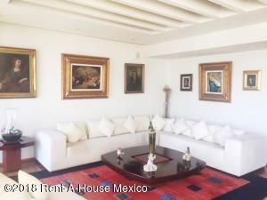 Departamento En Rentaen Huixquilucan, Bosque Real, Mexico, MX RAH: 18-342