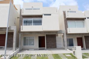 Casa En Ventaen El Marques, Zibata, Mexico, MX RAH: 18-418