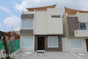 Casa En Ventaen El Marques, Zibata, Mexico, MX RAH: 18-419
