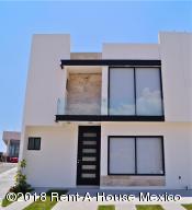 Casa En Ventaen El Marques, Zibata, Mexico, MX RAH: 18-494