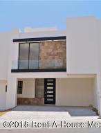 Casa En Ventaen El Marques, Zibata, Mexico, MX RAH: 18-496