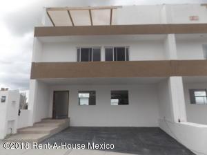 Casa En Ventaen El Marques, Zibata, Mexico, MX RAH: 18-526