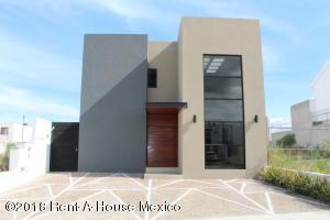 Casa En Rentaen Queretaro, Cumbres Del Lago, Mexico, MX RAH: 18-601