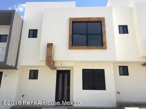 Casa En Rentaen El Marques, Zibata, Mexico, MX RAH: 18-618