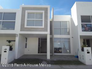 Casa En Ventaen El Marques, Zibata, Mexico, MX RAH: 18-775