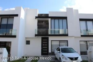 Casa En Ventaen El Marques, Zibata, Mexico, MX RAH: 18-493