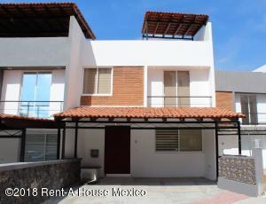 Casa En Ventaen El Marques, Zibata, Mexico, MX RAH: 18-817