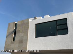 Casa En Ventaen El Marques, Zibata, Mexico, MX RAH: 19-129