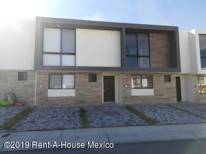 Casa En Rentaen Queretaro, El Refugio, Mexico, MX RAH: 19-573