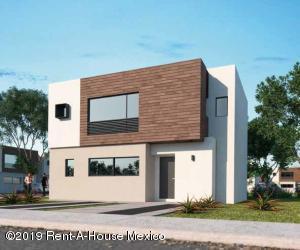 Casa En Ventaen El Marques, Zibata, Mexico, MX RAH: 19-622