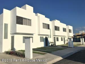 Casa En Ventaen Queretaro, Ciudad Del Sol, Mexico, MX RAH: 19-625