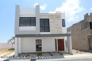 Casa En Ventaen El Marques, Zibata, Mexico, MX RAH: 19-637