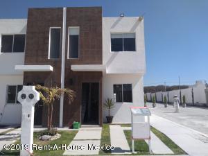 Casa En Ventaen Queretaro, Ciudad Del Sol, Mexico, MX RAH: 19-649
