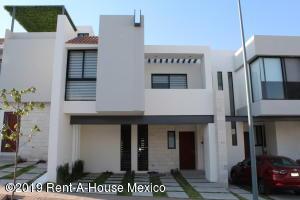 Casa En Ventaen El Marques, Zibata, Mexico, MX RAH: 19-635
