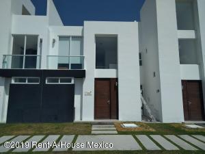 Casa En Ventaen El Marques, Zibata, Mexico, MX RAH: 19-722