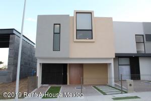 Casa En Ventaen El Marques, Zibata, Mexico, MX RAH: 19-763