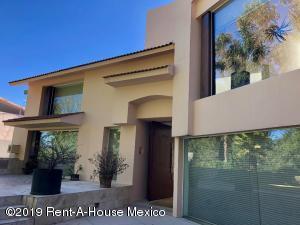 Casa En Rentaen Huixquilucan, Lomas Country Club, Mexico, MX RAH: 19-801