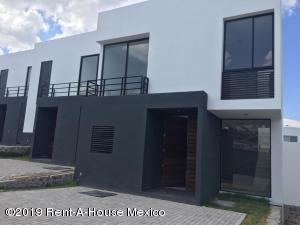 Casa En Ventaen El Marques, Zibata, Mexico, MX RAH: 19-923