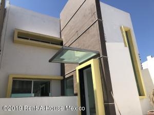 Casa En Ventaen Queretaro, Milenio 3Era Seccion, Mexico, MX RAH: 19-981