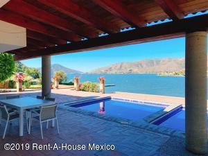 Casa En Rentaen Valle De Bravo, Valle De Bravo, Mexico, MX RAH: 19-1051