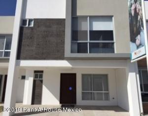 Casa En Ventaen El Marques, Rincones Del Marques, Mexico, MX RAH: 19-497