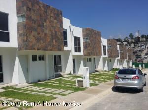 Casa En Ventaen Huixquilucan, El Pedregal, Mexico, MX RAH: 19-1261