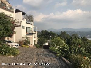Casa En Rentaen Valle De Bravo, Valle De Bravo, Mexico, MX RAH: 19-1366