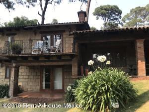 Casa En Rentaen Valle De Bravo, Valle De Bravo, Mexico, MX RAH: 19-1367