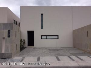 Casa En Rentaen El Marques, Zibata, Mexico, MX RAH: 19-1387