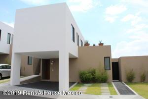 Casa En Ventaen El Marques, Zibata, Mexico, MX RAH: 19-1470