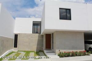 Casa En Ventaen El Marques, Zibata, Mexico, MX RAH: 19-1471