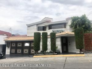 Casa En Rentaen Huixquilucan, Lomas De Tecamachalco, Mexico, MX RAH: 19-1549