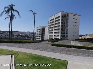Departamento En Rentaen Atizapan De Zaragoza, Bosque Esmeralda, Mexico, MX RAH: 19-1563