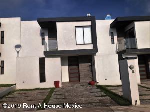 Casa En Rentaen El Marques, Zibata, Mexico, MX RAH: 19-1577