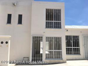Casa En Ventaen Apaseo El Grande, La Estancia, Mexico, MX RAH: 19-1588