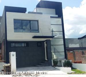 Casa En Ventaen El Marques, Zibata, Mexico, MX RAH: 19-1596