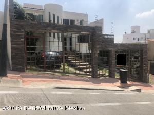 Casa En Rentaen Naucalpan De Juarez, Lomas Verdes, Mexico, MX RAH: 19-1633