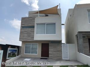 Casa En Ventaen El Marques, Zibata, Mexico, MX RAH: 19-949