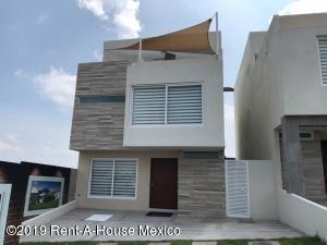 Casa En Ventaen El Marques, Zibata, Mexico, MX RAH: 19-952