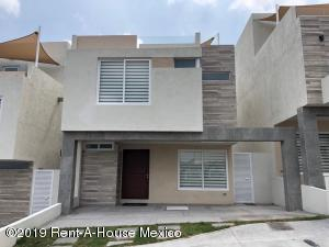 Casa En Ventaen El Marques, Zibata, Mexico, MX RAH: 19-954