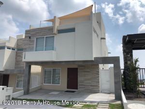 Casa En Ventaen El Marques, Zibata, Mexico, MX RAH: 19-955