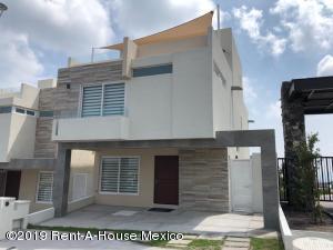 Casa En Ventaen El Marques, Zibata, Mexico, MX RAH: 19-953