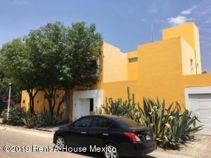 Casa En Ventaen Corregidora, Ampliacion Huertas Del Carmen, Mexico, MX RAH: 19-1764