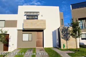 Casa En Rentaen El Marques, Zibata, Mexico, MX RAH: 19-1966