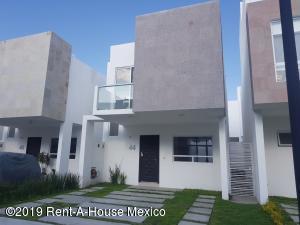 Casa En Rentaen Queretaro, El Refugio, Mexico, MX RAH: 19-2077