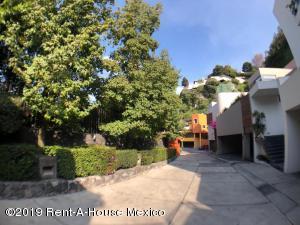 Departamento En Rentaen Miguel Hidalgo, Bosques De Las Lomas, Mexico, MX RAH: 19-2177