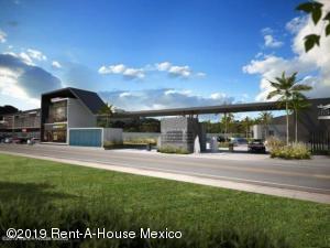 Terreno En Ventaen Queretaro, Jurica, Mexico, MX RAH: 19-2203