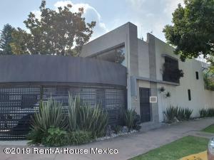 Casa En Ventaen Tlalpan, Parque Del Pedregal, Mexico, MX RAH: 19-2225